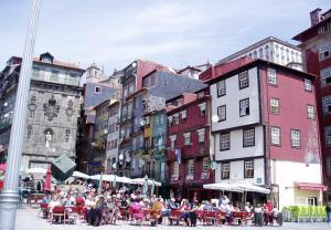 Rua dos Mercadores from riverside